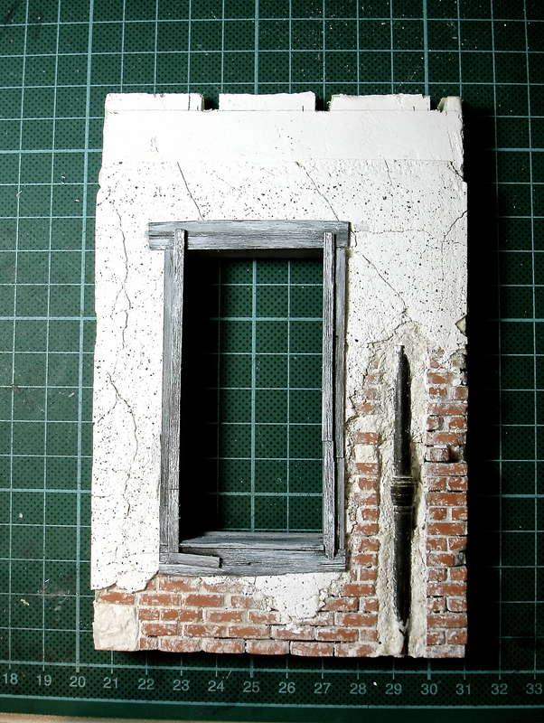 Das Holzwerk Hat Einen Ersten Verwitterungsanstrich, Mit Weisser  Wasserfarbe Erhalten. Das Mauerwerk Ist Farblich Noch Unbehandelt.
